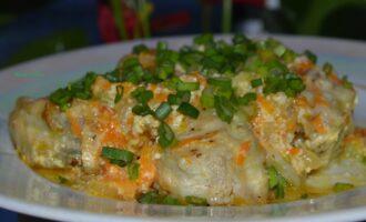 минтай тушенный с овощами и сливками