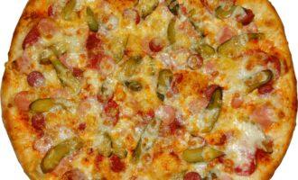 пицца с маринованными огурцами